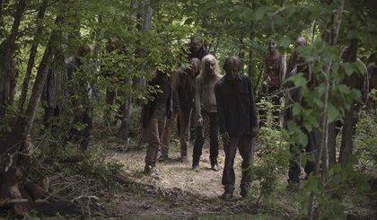 The Walking Dead ajusta cuentas y sorprende con una zombie desnuda