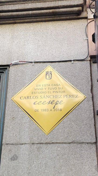 """El arte pop y el Madrid """"canalla"""" de Ceesepe recalan en el número 23 de Mayor con una placa en su memoria"""