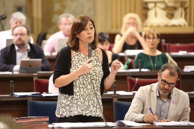 Francina Armengol en el ple del Parlament (Imatge d'arxiu)