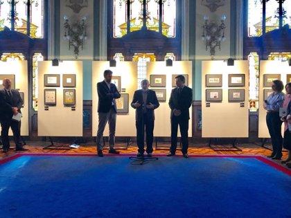 El parlamento asturiano es el primero en acoger la exposición 'La Constitución en viñetas'