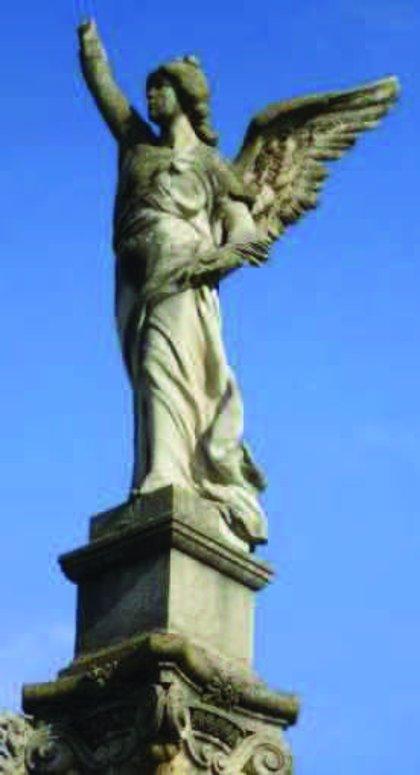 """Adjudicada la restauración de las """"victorias aladas"""" retiradas de la plaza de América por su """"degradación"""""""