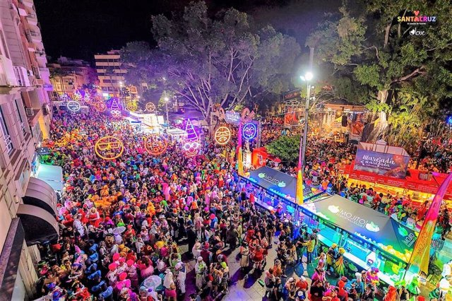 El Carnaval de Santa Cruz alcanza su ecuador con la celebración del Entierro de
