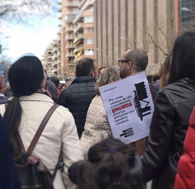 """ASPACE se concentra contra la Comunidad por """"la grave"""" situación de las personas"""