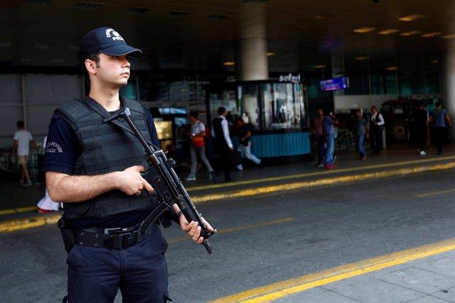 Turquía.- Detenidas otras 45 personas en Turquía por sus supuestos lazos con el clérigo Fetulá Gulen