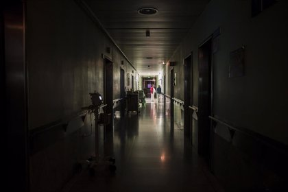 Reorganizar las tareas enfermeras de noche reduce a la mitad los pacientes que se despiertan