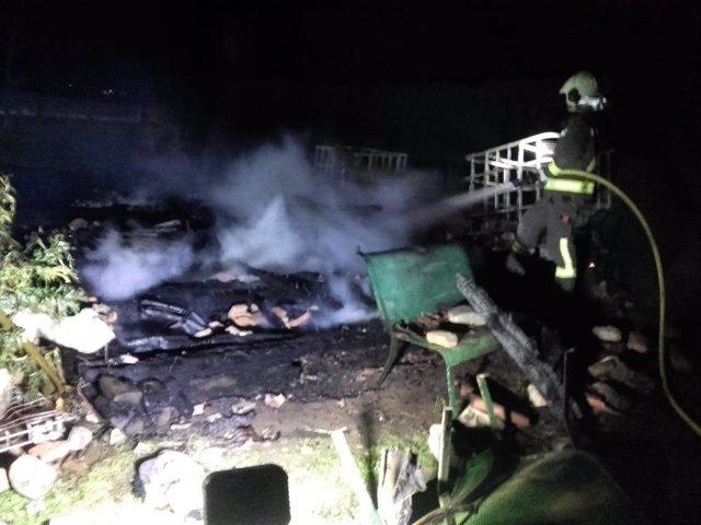 Sofocado un fuego en una caseta de herramientas y aperos en Cabezón