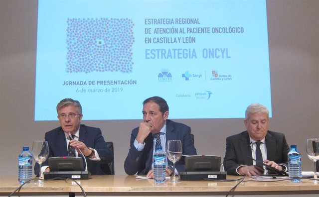 """La Junta destinará 1.100 millones en tres años a una estrategia """"integrada"""" de a"""
