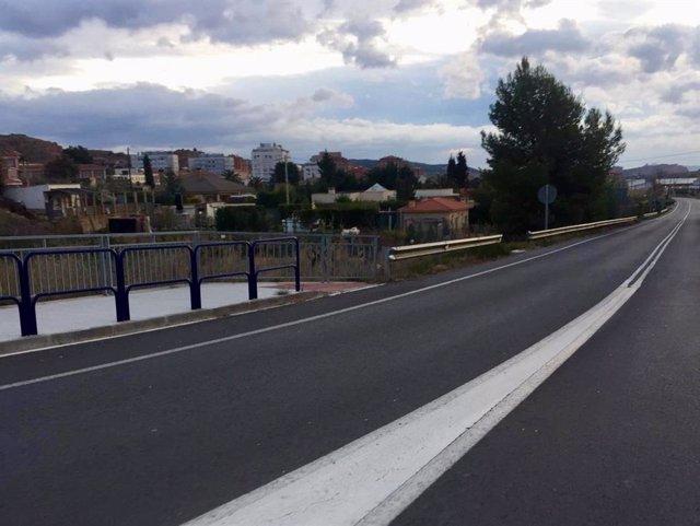 Licitadas las obras para construir un tramo de acera en la carretera LR-115 en A