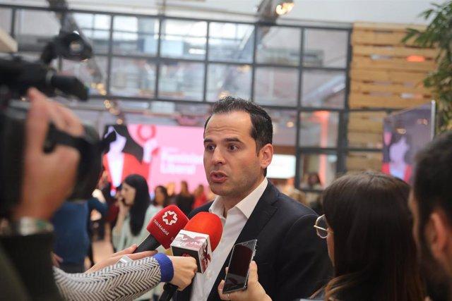 Foto de Aguado en el acto de Madrid