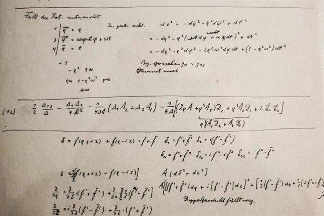 Einstein documents unveiled in Jerusalem