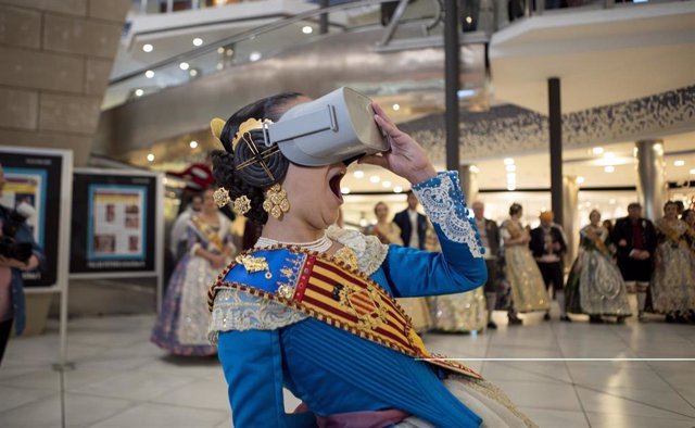"""Fallas.- la primera falla virtual con realidad aumentada """"canta, se mueve e incl"""