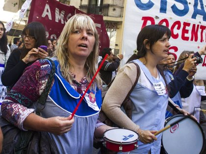 Los maestros de Argentina inician una huelga y marchan para reclamar por mejoras salariales
