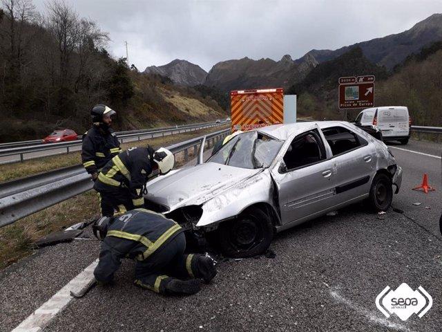 Sucesos.-Una mujer herida de consideración en un accidente de tráfico en Ribades