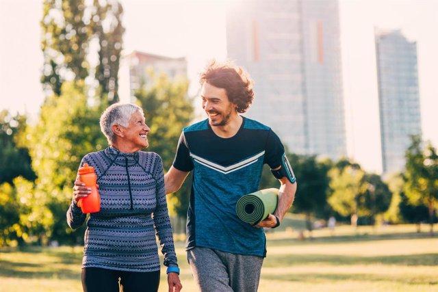 Ejercicio, deporte, parque, mayor y joven