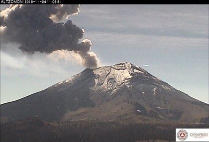 El volcán Popocatépetl expulsa una columna de ceniza de más de 2 kilómetros y pone en alerta a México