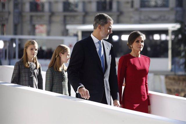 Els Reyes Felipe i Letizia, acompanyats pels emèrits don Joan Carlos i donya
