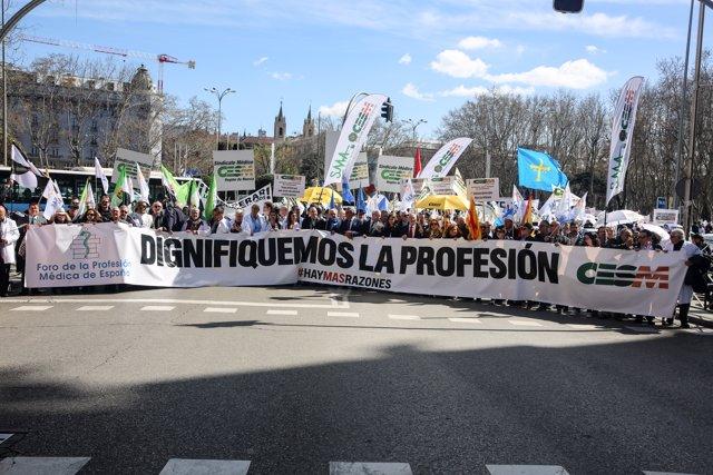 """Los médicos marchan desde el Ministerio hasta el Congreso: """"El sistema sanitario"""