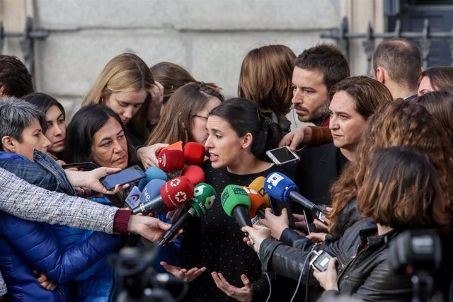 Rueda de prensa de Irene Montero y Ada Colau en el Congreso de los Diputados