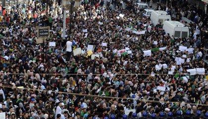 """Argelia.- Buteflika alerta del riesgo de infiltrados en las protestas """"pacíficas"""" que pueden llevar al """"caos"""""""
