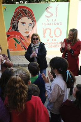 Sevilla.-8M.- El CEIP 'Huerta de Santa Marina' estrena nuevo mural dentro de la