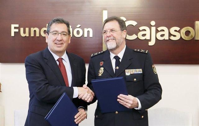 Cajasol.- Fundación Cajasol mantiene su compromiso con la Jefatura Superior Poli