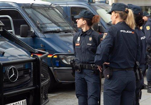 """La Policía recomienda genéricos como """"plantilla"""" y """"la persona que ejerce la jef"""