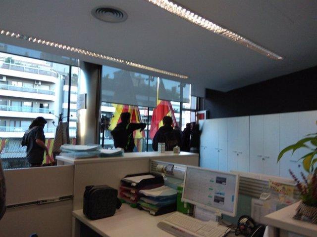 Los CDR irrumpen en la Delegación de la Generalitat de Girona