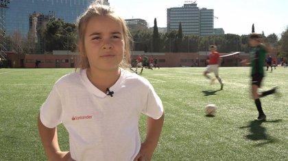 Una niña uruguaya que sueña con ser futbolista conoce a su ídolo en Madrid