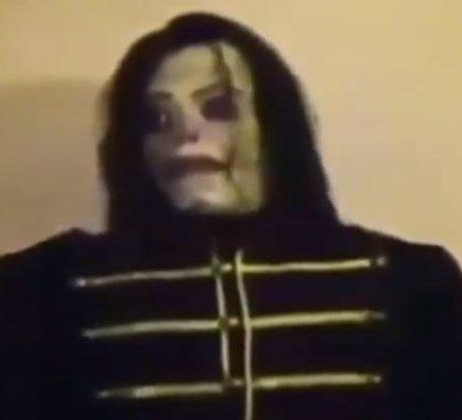 ¿En qué momento de la canción 'Smooth Criminal' de Michael Jackson se pronuncia 'Ayuwoki'?