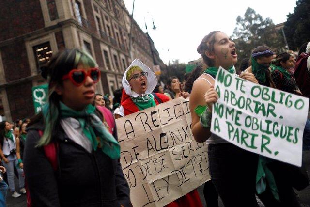 El Congreso del estado mexicano de Nuevo León aprueba un dictamen que criminaliz
