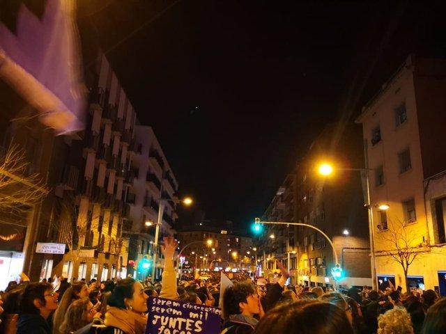 """8M.- Milers de Dones Es Manifesten A Barcelona: """"La Nit És Nostra"""""""