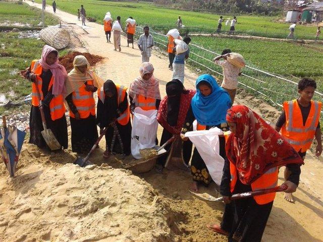 Empoderando a las mujeres refugiadas rohingyas