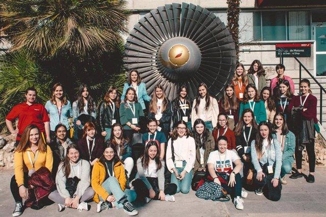 Vueling i Iberia realitzen una trobada de joves per impulsar el talent femen