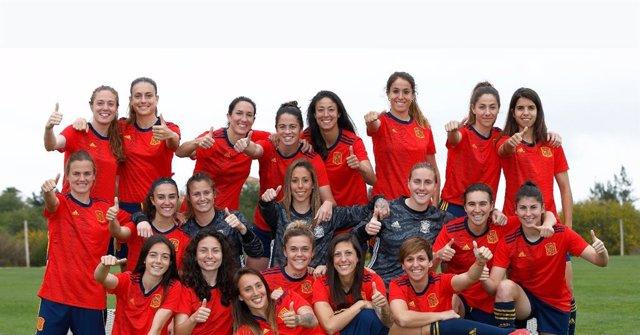 c139dfc016ffc La selección femenina participa en la creación de su equipación para el  Mundial