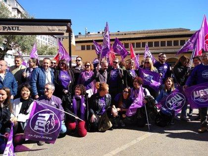 8M.- Alrededor de 200 personas acuden en Palma a la manifestación convocada por UGT y CCOO por el Día de la Mujer