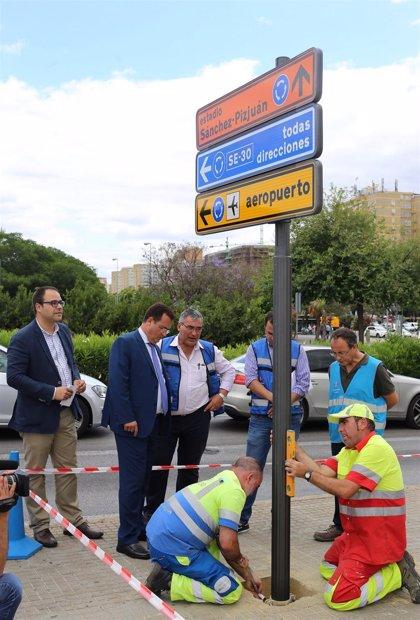 Ayuntamiento concluye el primer plan de trabajo para renovar las señales verticales de Sevilla realizado en 20 años