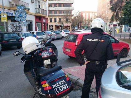 Detenido un hombre acusado de robar un ordenador tras forzar el acceso a un comercio de Sevilla