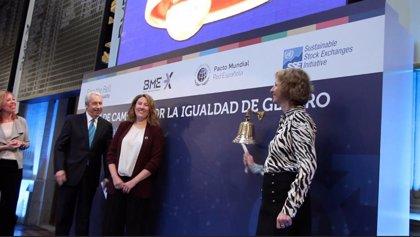 La Bolsa española abre la sesión con un toque de campana por la igualdad de género