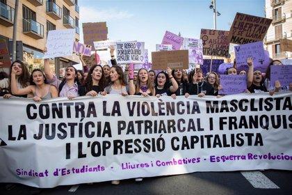 Miles de estudiantes llenan el centro de Barcelona contra la violencia machista