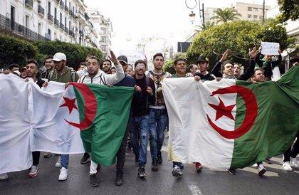 Argelia suspende el transporte público en la capital ante las nuevas protestas contra Buteflika