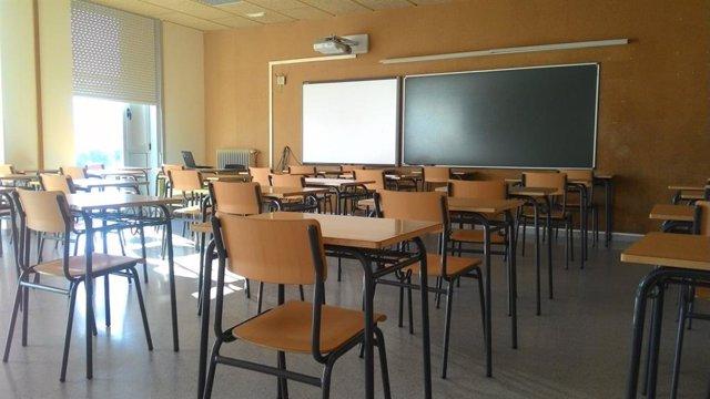 Aula vacía en el IES de Brión