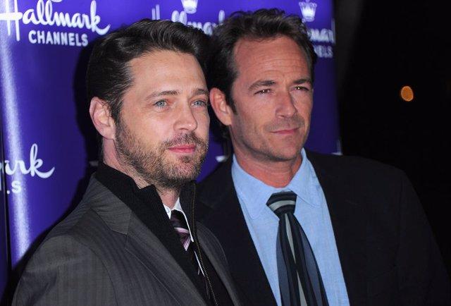 Emocionante adiós de Jason Priestley, Brandon en Sensación de vivir, a Luke Perr