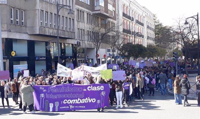 8M.- Miles De Personas, La Mayoría Estudiantes, Reivindican En Valladolid El Fem