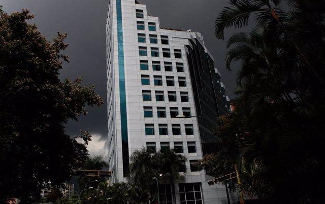 Un apagón por un fallu na principal hidroeléctrica de Venezuela afecta a 15 esta