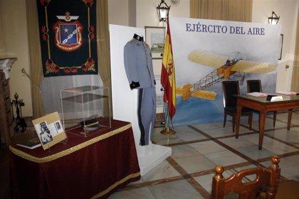 El Ejército del Aire recibe una donación de objetos históricos que serán expuestos en el cuartel de Tablada de Sevilla