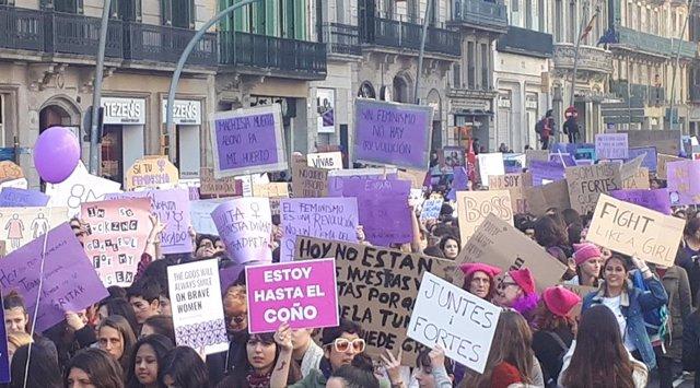 AMP.- 8M.- Milers d'estudiants omplen el centre de Barcelona contra el masclisme