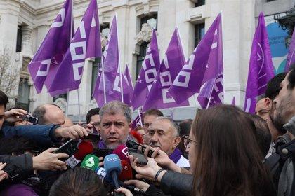 """Sindicatos denuncian que el control de horarios es """"insuficiente"""" porque no obliga a las empresas"""