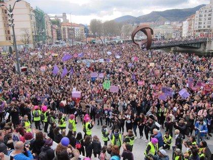 La marea morada de las mujeres inunda Euskadi por la igualdad y contra la discriminación