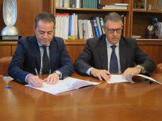 Imagen de la firma entre Urrea (CHS) y Hernández (