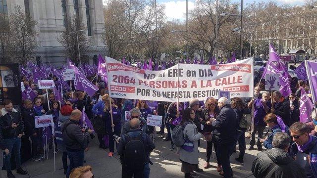 """AMP.8M.- UGT i CCOO qualifiquen de """"fita històrica"""" la vaga, amb aturs """"similare"""